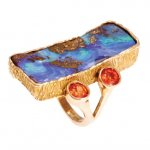 Anello in Oro Rosso con Opale e Zaffiri<br /><em>Red Gold ring with Opal and Sapphires</em>