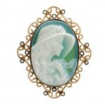 <em>Ciondolo in Oro Bianco con Diamanti taglio brillante e Cameo</em><br />White Gold pendant with round brilliant cut diamonds and Cameo